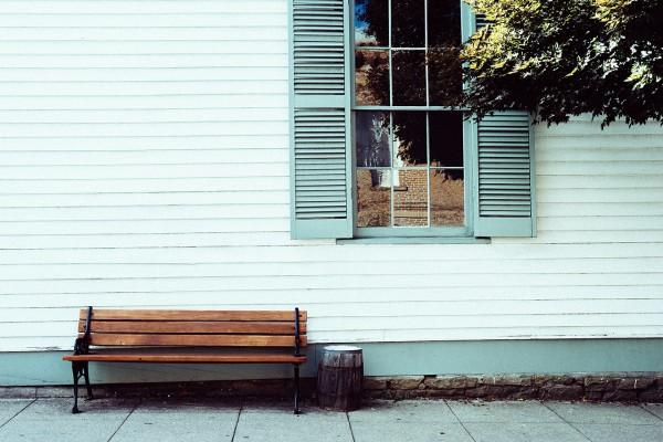 bench-605542_1280