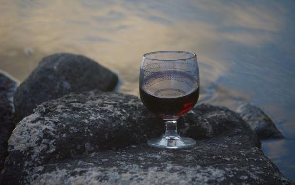 wine-443747_1920